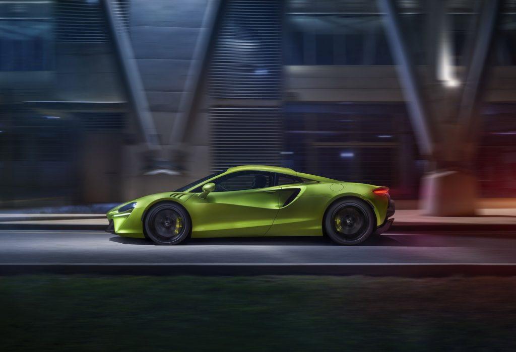 McLaren Artura 2021, вид сбоку