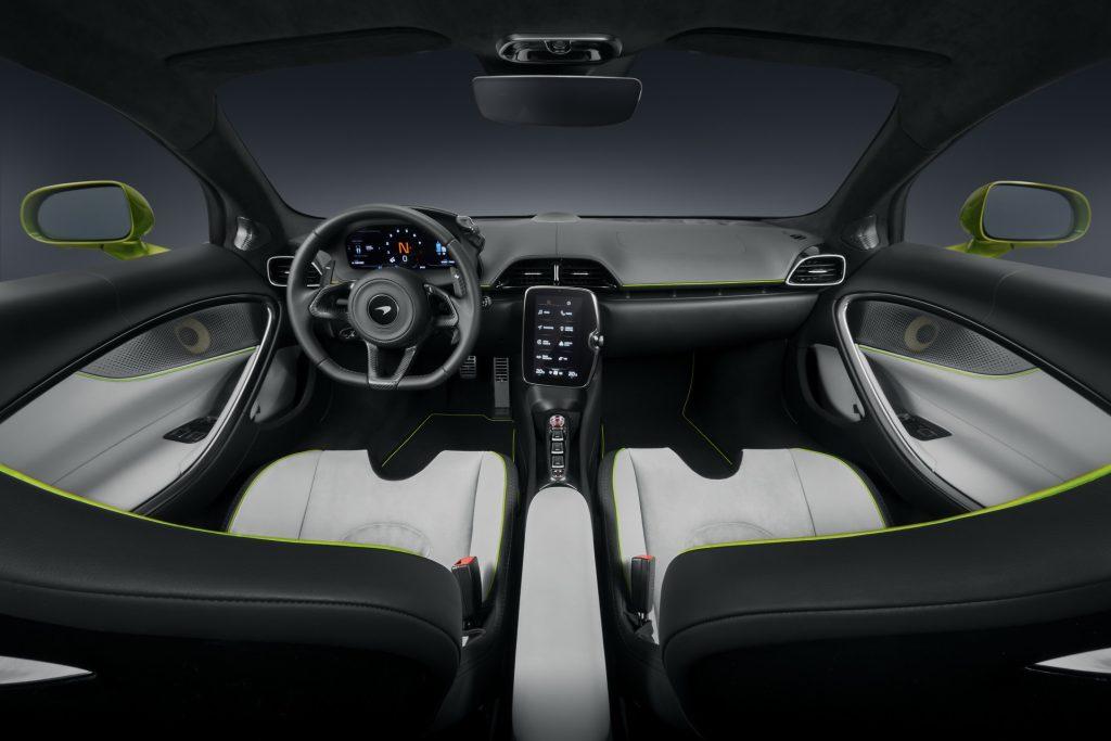 Новый McLaren Artura, передняя панель