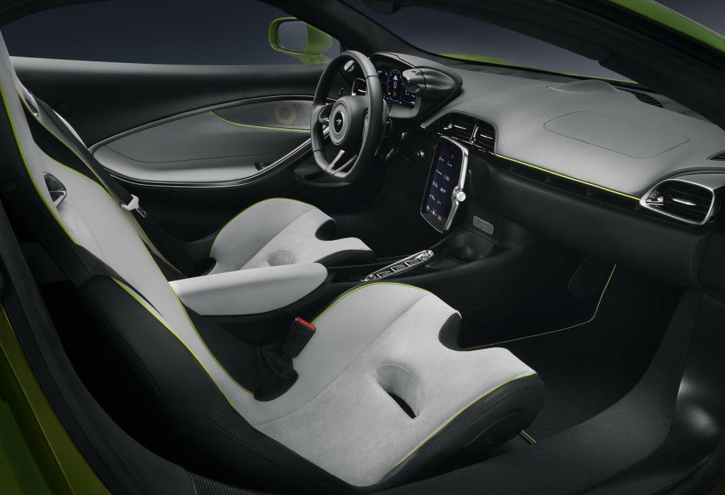 Новый McLaren Artura, передние сиденья