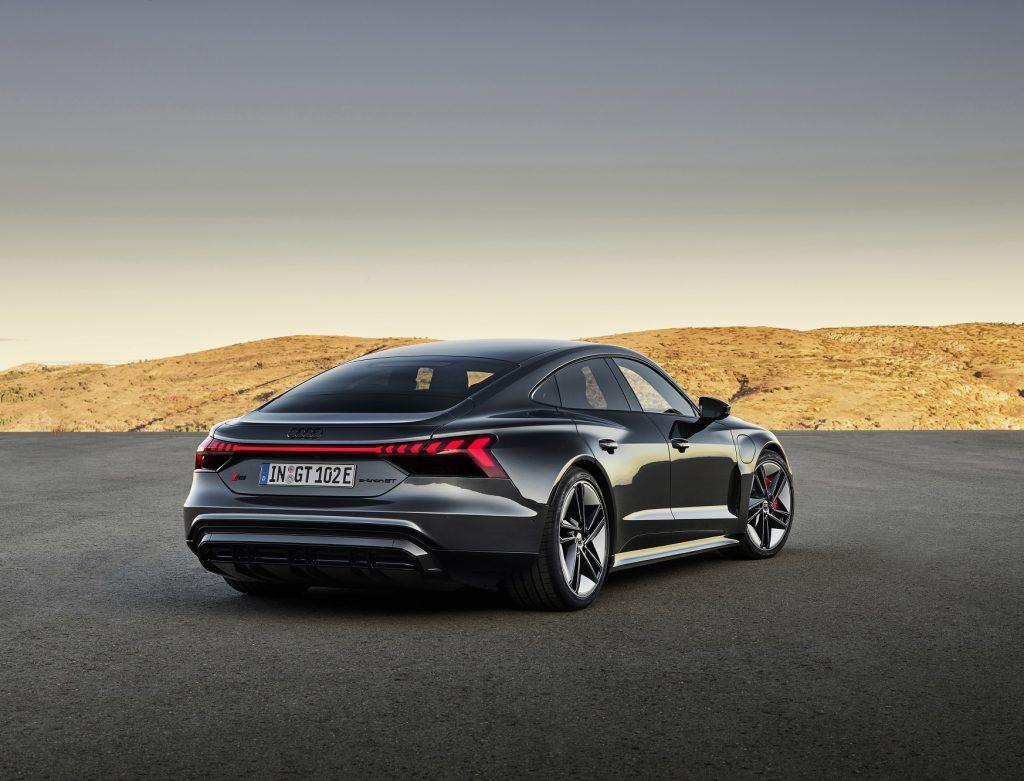 Электромобиль Audi e-tron GT, вид сзади