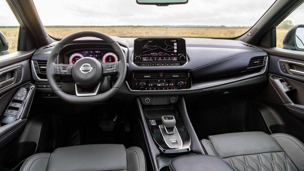 Nissan Qashqai 2021, передняя панель