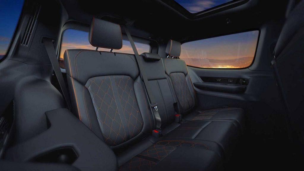 Новый Jeep Grand Wagoneer, задние сиденья