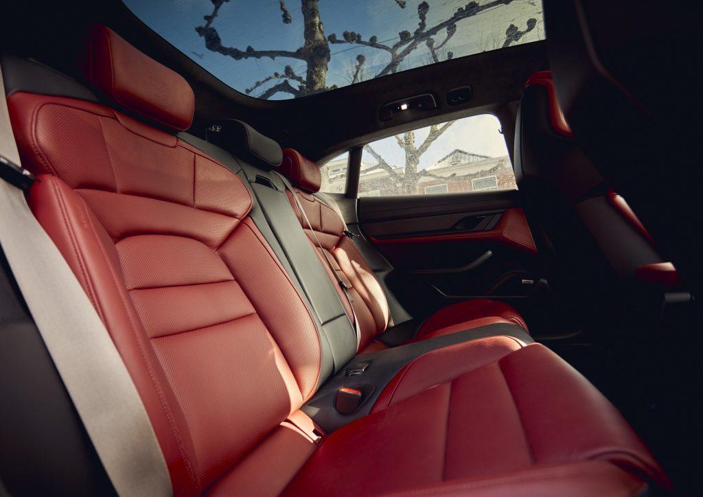 Новый Porsche Taycan Cross Turismo, задние сиденья