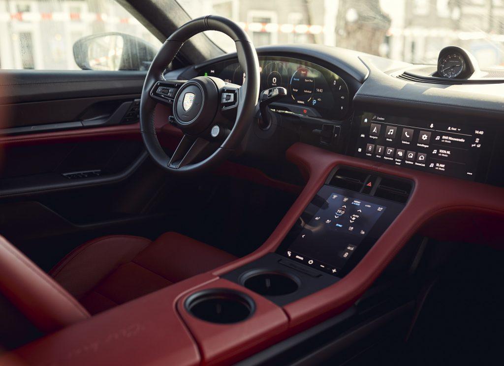 Porsche Taycan Cross Turismo 2021, передняя панель