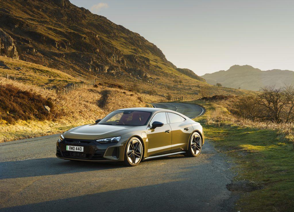 Audi e-tron GT, вид на переднюю диагональ