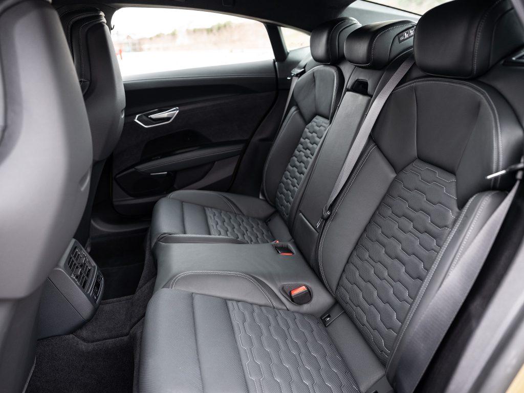 Новый Audi e-tron GT, задние сиденья