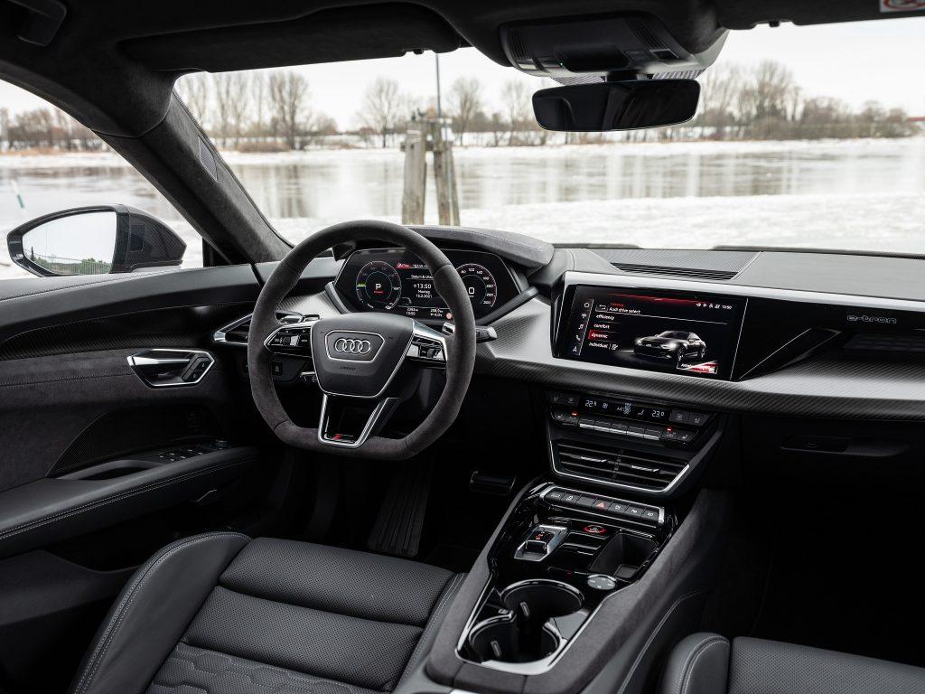 Новый Audi e-tron GT, передняя панель