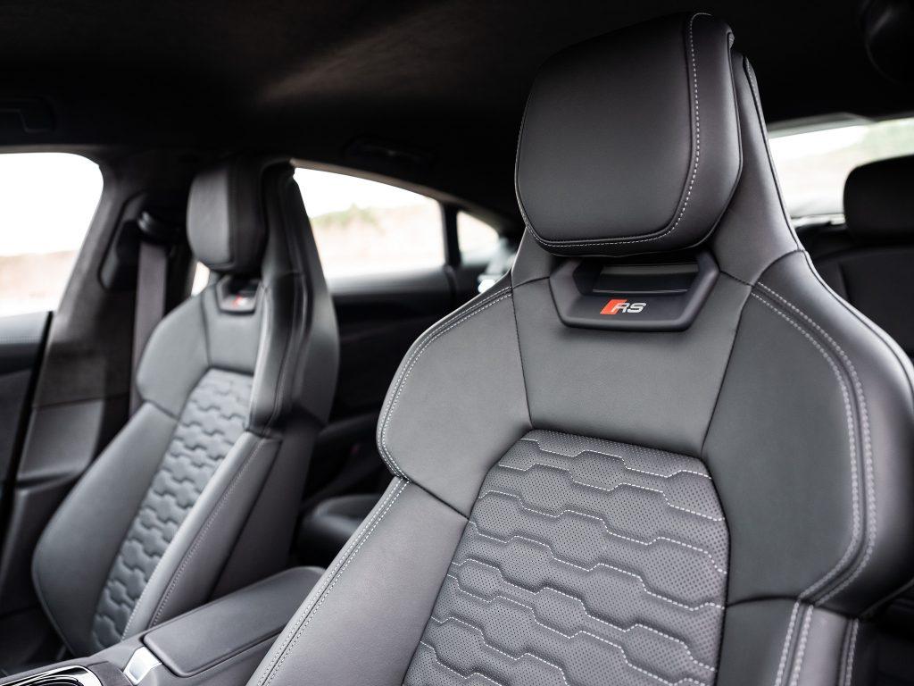 Новый Audi e-tron GT, передние сиденья