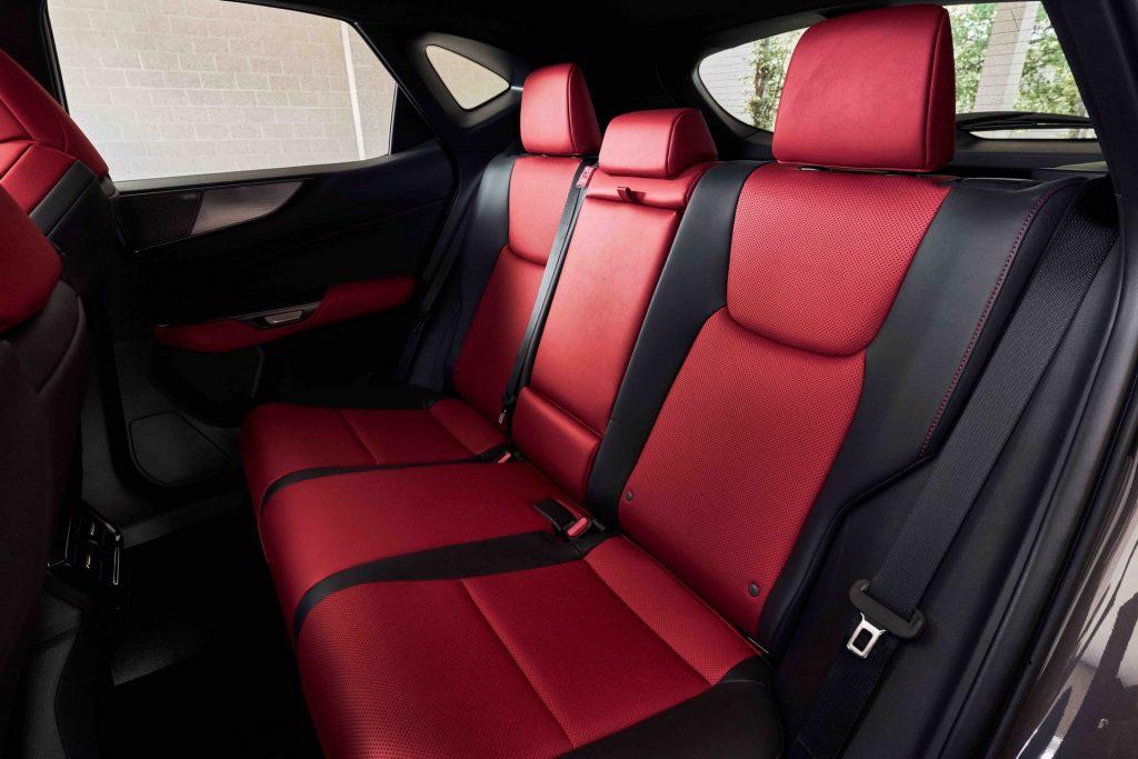 Новый Lexus NX, задние сиденья