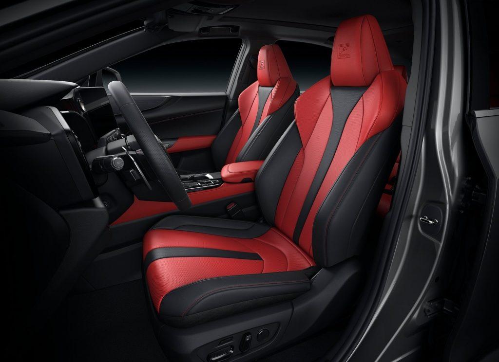 Новый Lexus NX 2021, передние сиденья