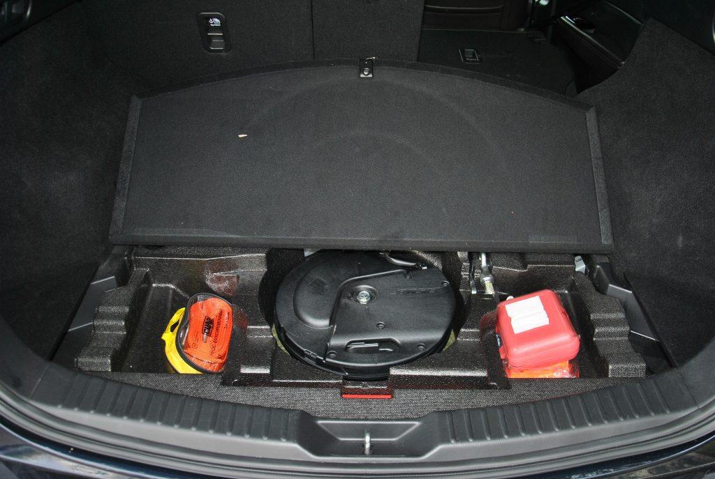 Новая Mazda CX-5, сабвуфер под полом багажника