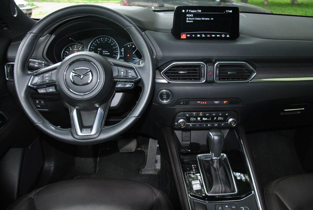 Mazda CX-5 2021, передняя панель