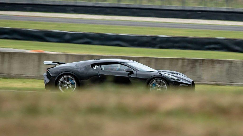 Bugatti La Voiture Noire 2021, вид сбоку