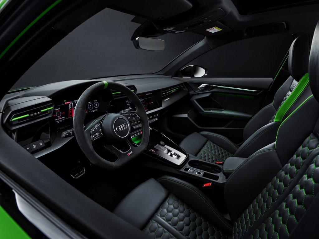 Новый Audi RS3 2021, салон