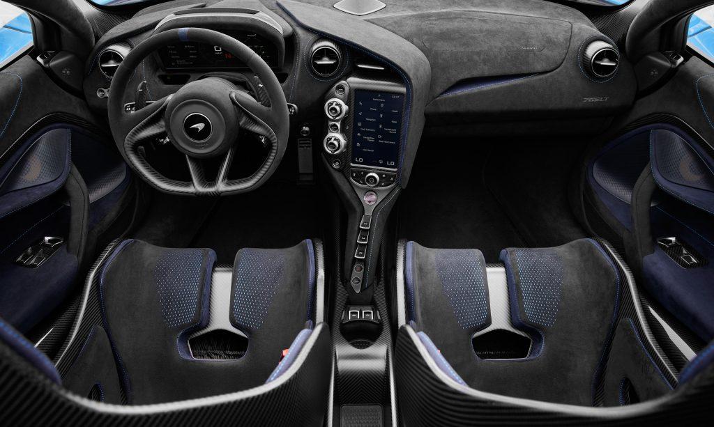 Новый McLaren 765 LT Spider, передняя панель