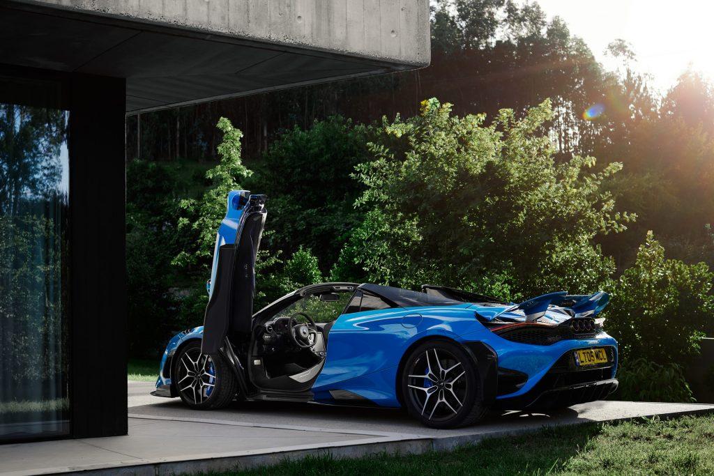 McLaren 765 LT Spider, вид на заднюю диагональ