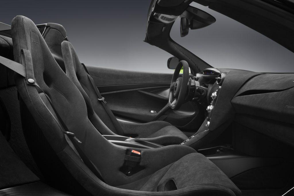 McLaren 765 LT Spider 2021, сиденья