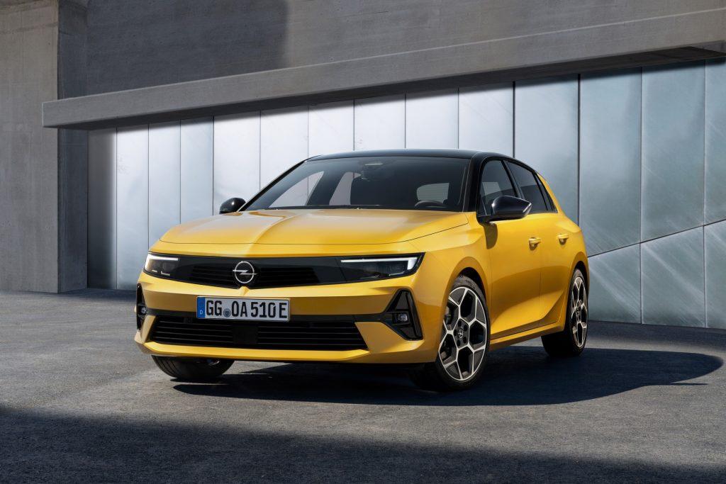 Opel Astra 2022, вид спереди