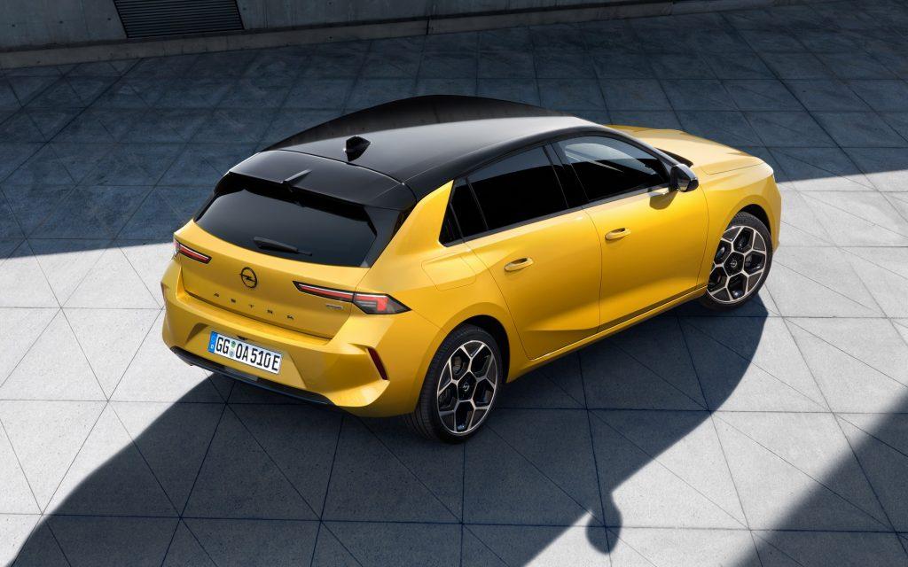 Новый Opel Astra 2022, вид сзади