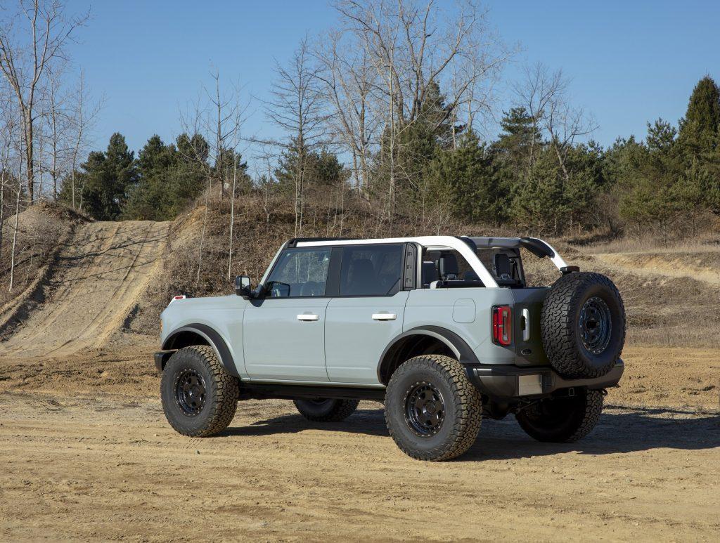 Ford Bronco, вид на заднюю диагональ