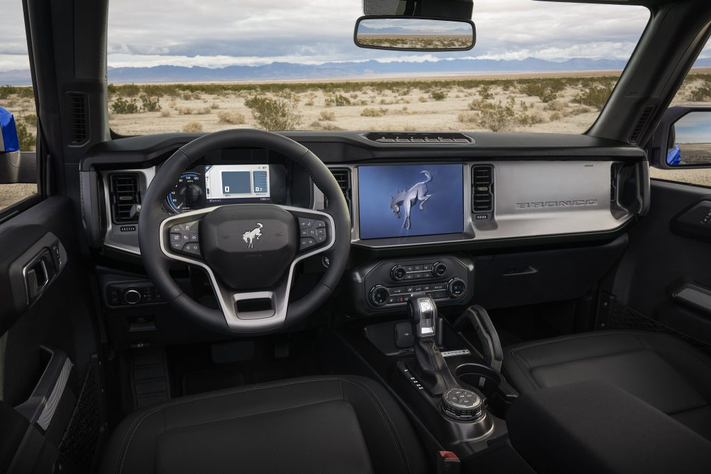 Ford Bronco 2021, передняя панель