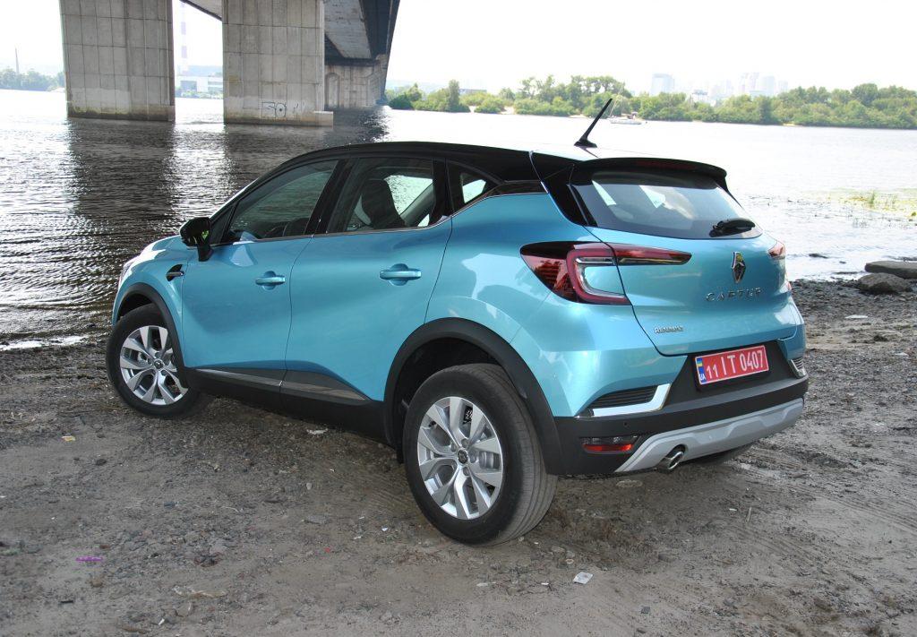 Renault Captur, вид на заднюю диагональ