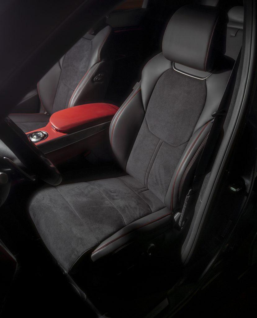 Новый Genesis GV70, передние сиденья
